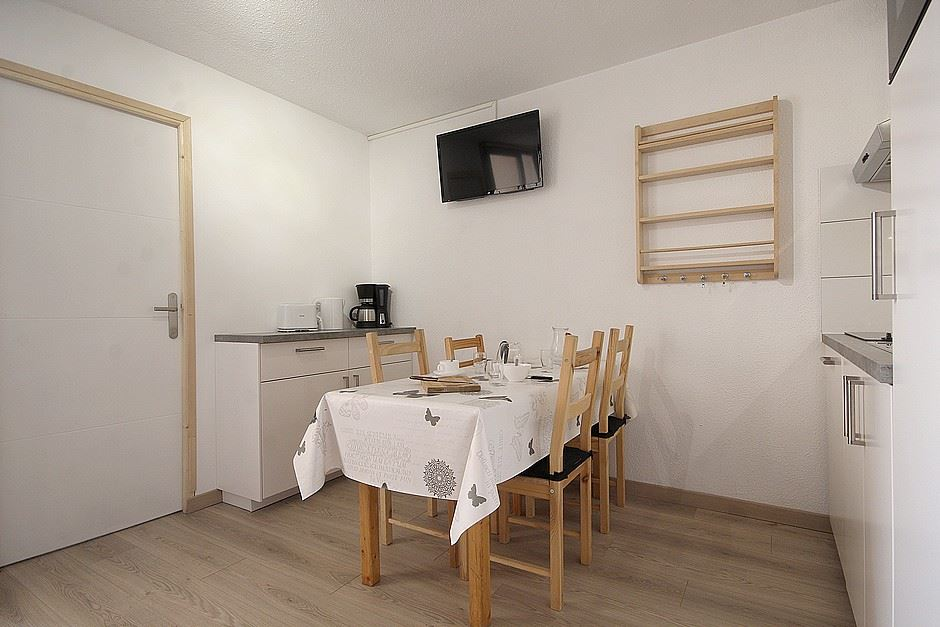 2 Rooms 6 Pers ski-in ski-out / SKI SOLEIL I 1408