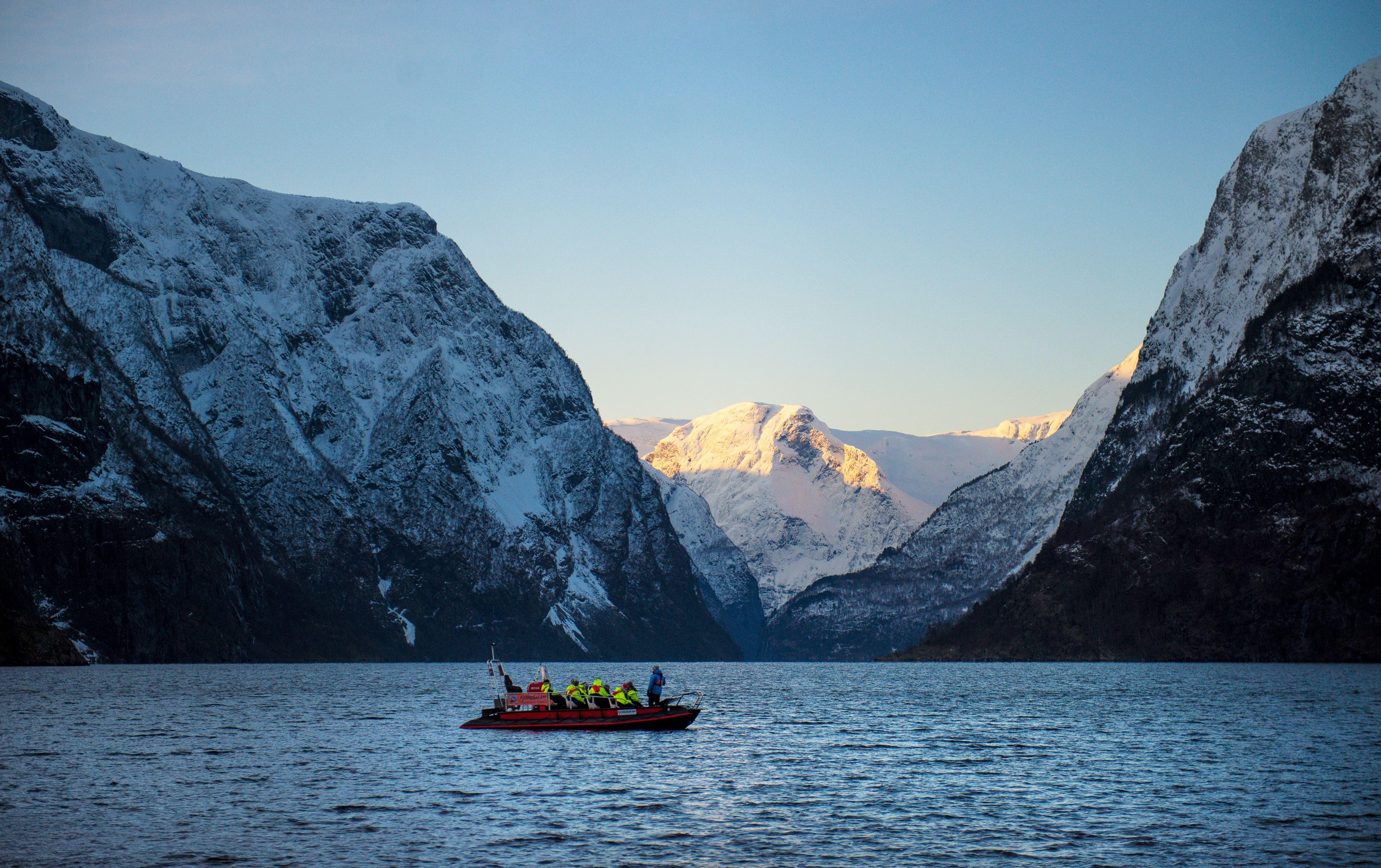 Fjord Norge,  © Sverre Hjørnevik, Vinter FjordSafari og heilaften på Ægir BryggeriPub