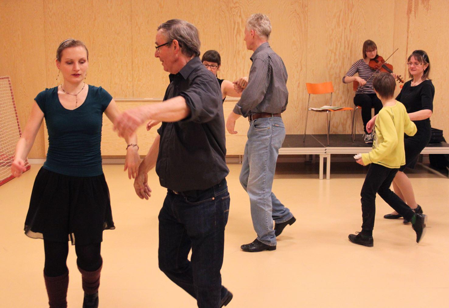 Learn to dance Folk dance!