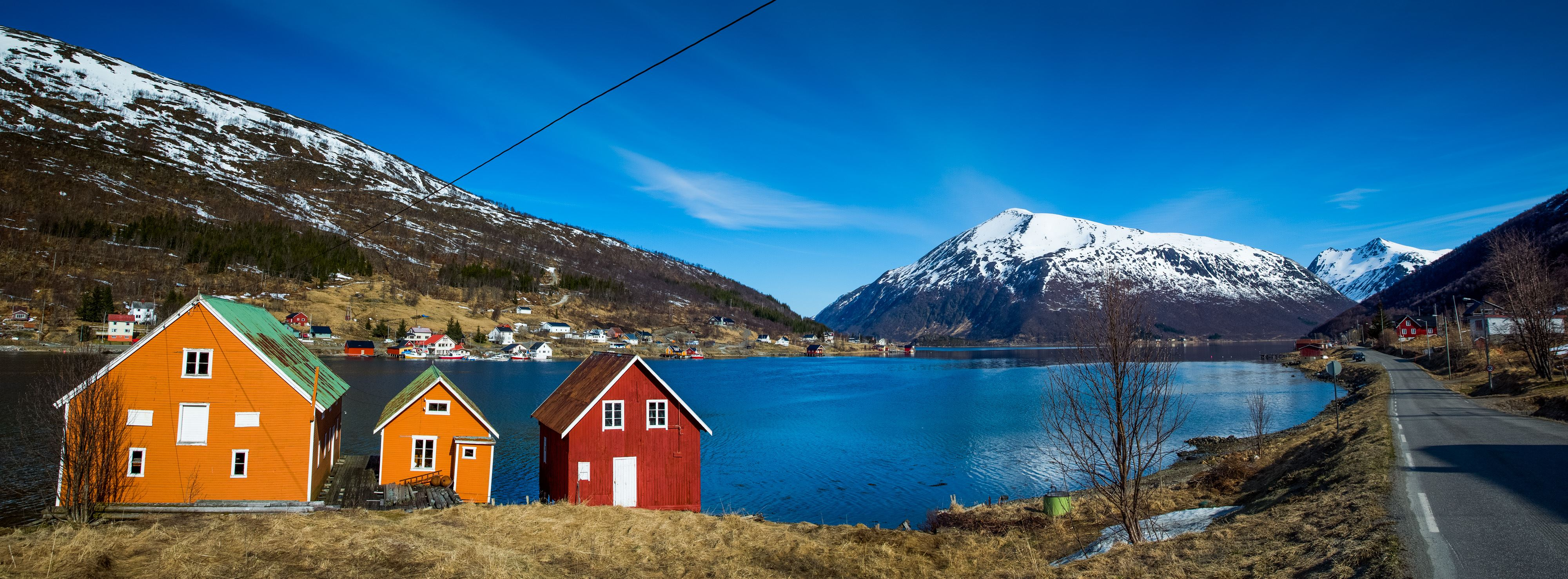 Yngve Olsen Sæbbe  , EXPLORE THE FJORDS - a trip by car along the coast of Kvaløya - Evening tour - Ersfjordbotn Brygge