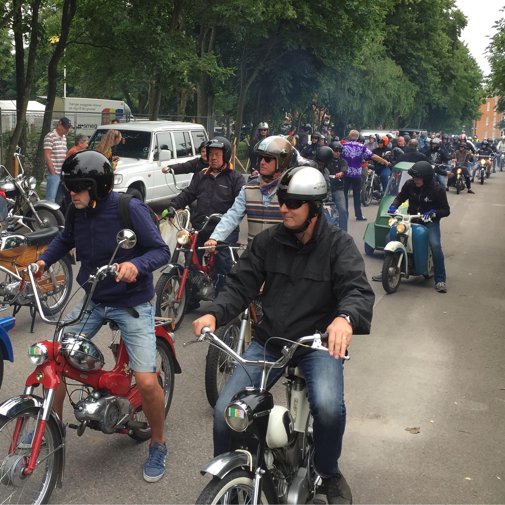 Årets moped-cruising och utställning