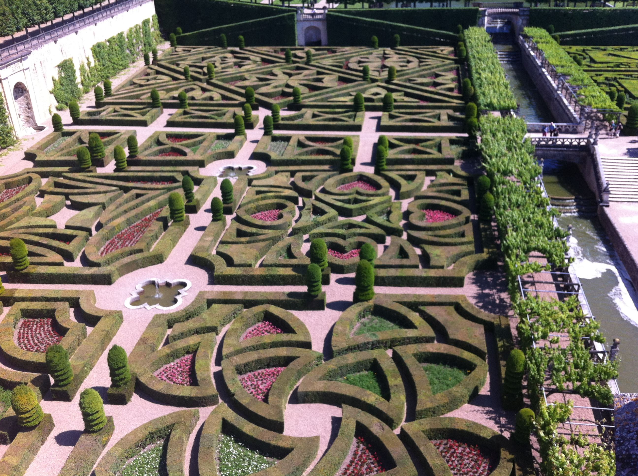 AFTERNOON EXCURSION TO AZAY-LE-RIDEAU/VILLANDRY WITH OLALOIRE ALL INCLUDED