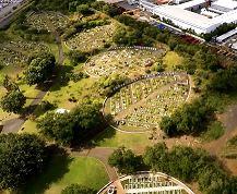 Zarlor Flâneries de Clovis : un lieu surprenant : le cimetière paysager du Port