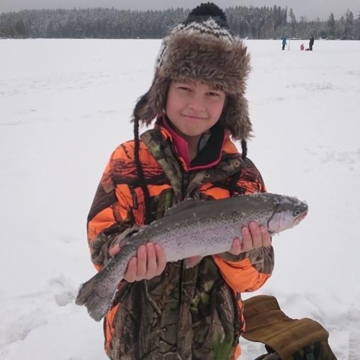 Sportlovsfiske på Stora Lövsjön