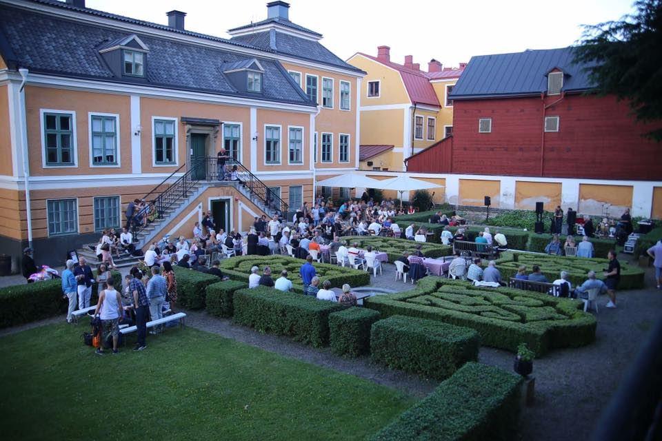 Sing-along evening at Café Greven