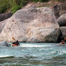 Kayaking, tours guiados y rapidos clases II o V, - Rio Cangrejal (Medio dia)