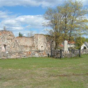 Die Kirchenruinen von Njurunda