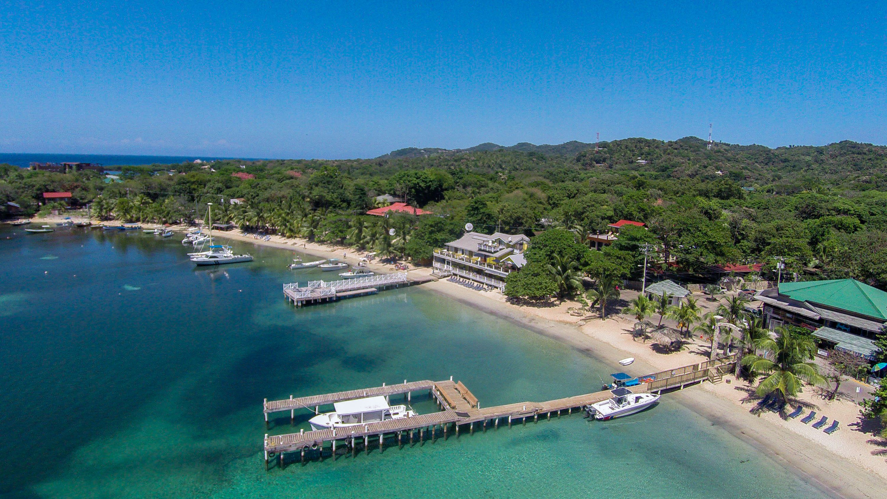 Exploring the West side of Roatan Bay Island