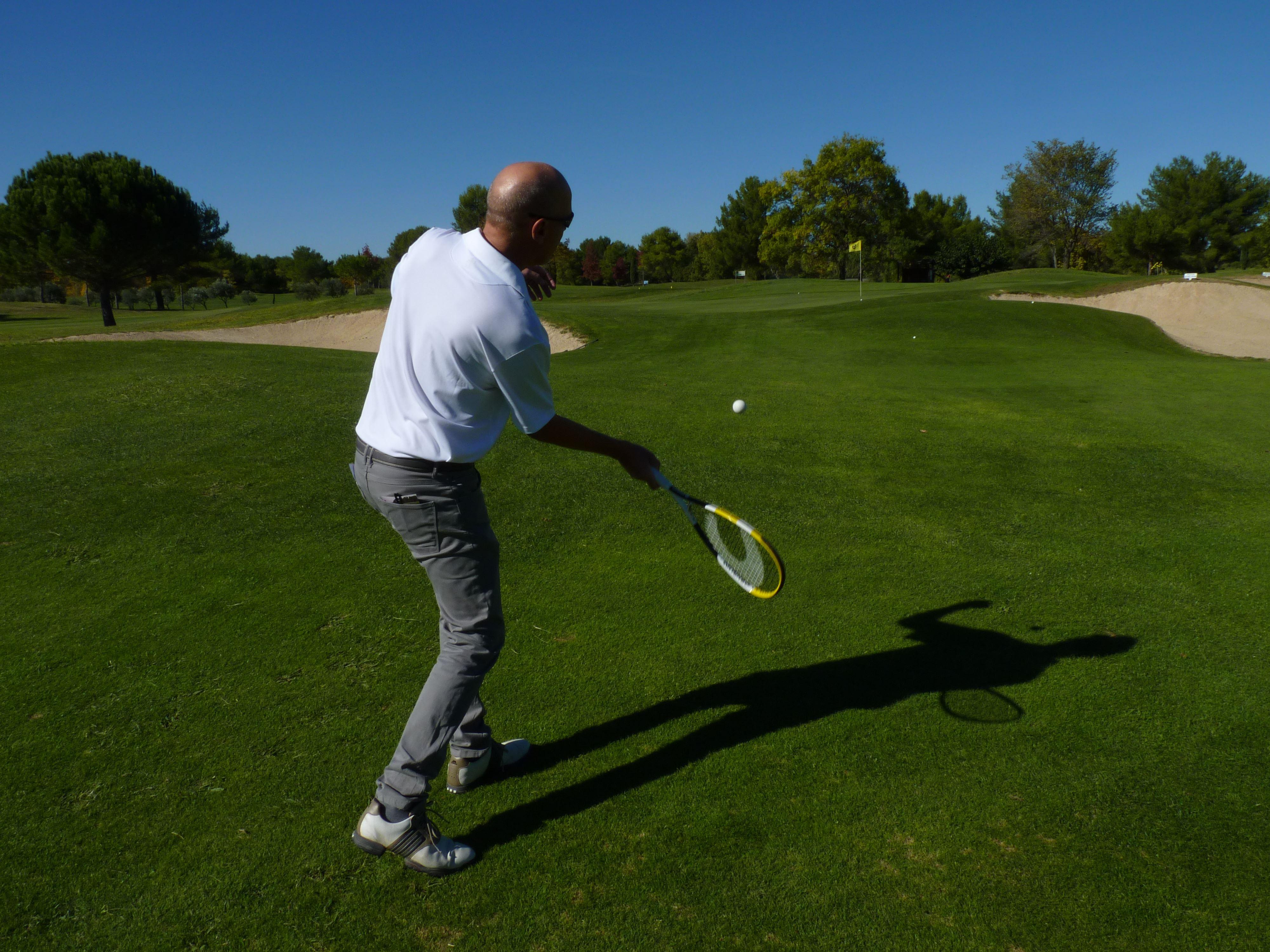 R-Golf : du golf avec une raquette !