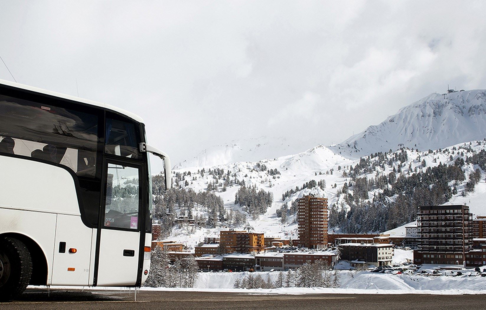 Val Thorens Place des Arolles --> Moutiers Train Station: 03:30 PM
