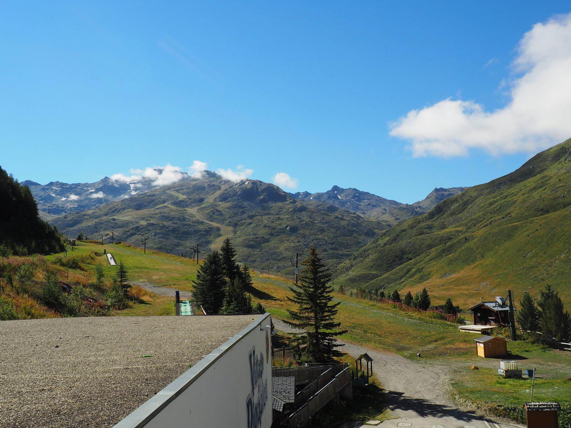 3 Pièces 8 Pers skis aux pieds / DORONS 101