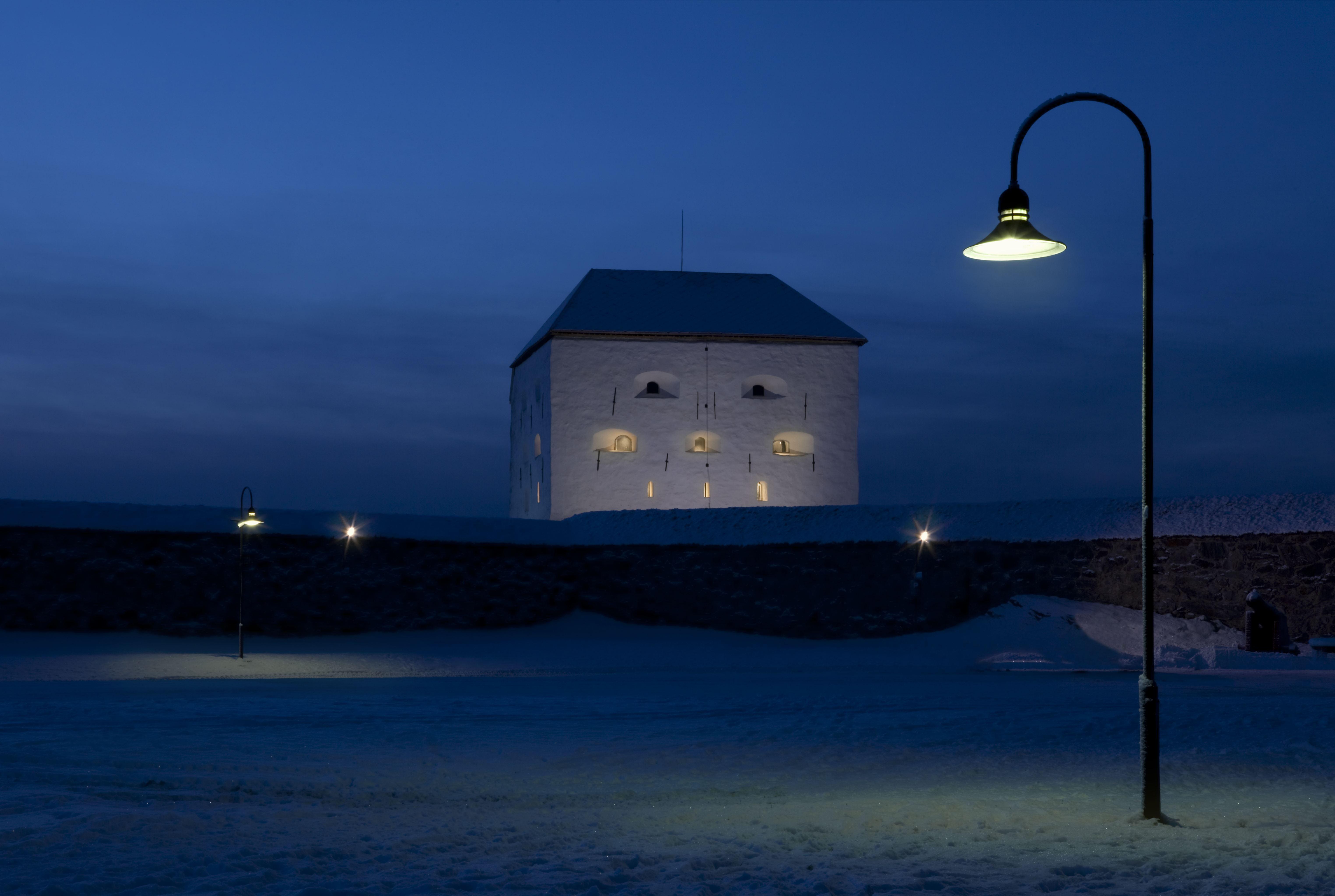 Visit Trondheim/Ronny Danielsen, Kristiansten Festning i vintermørke
