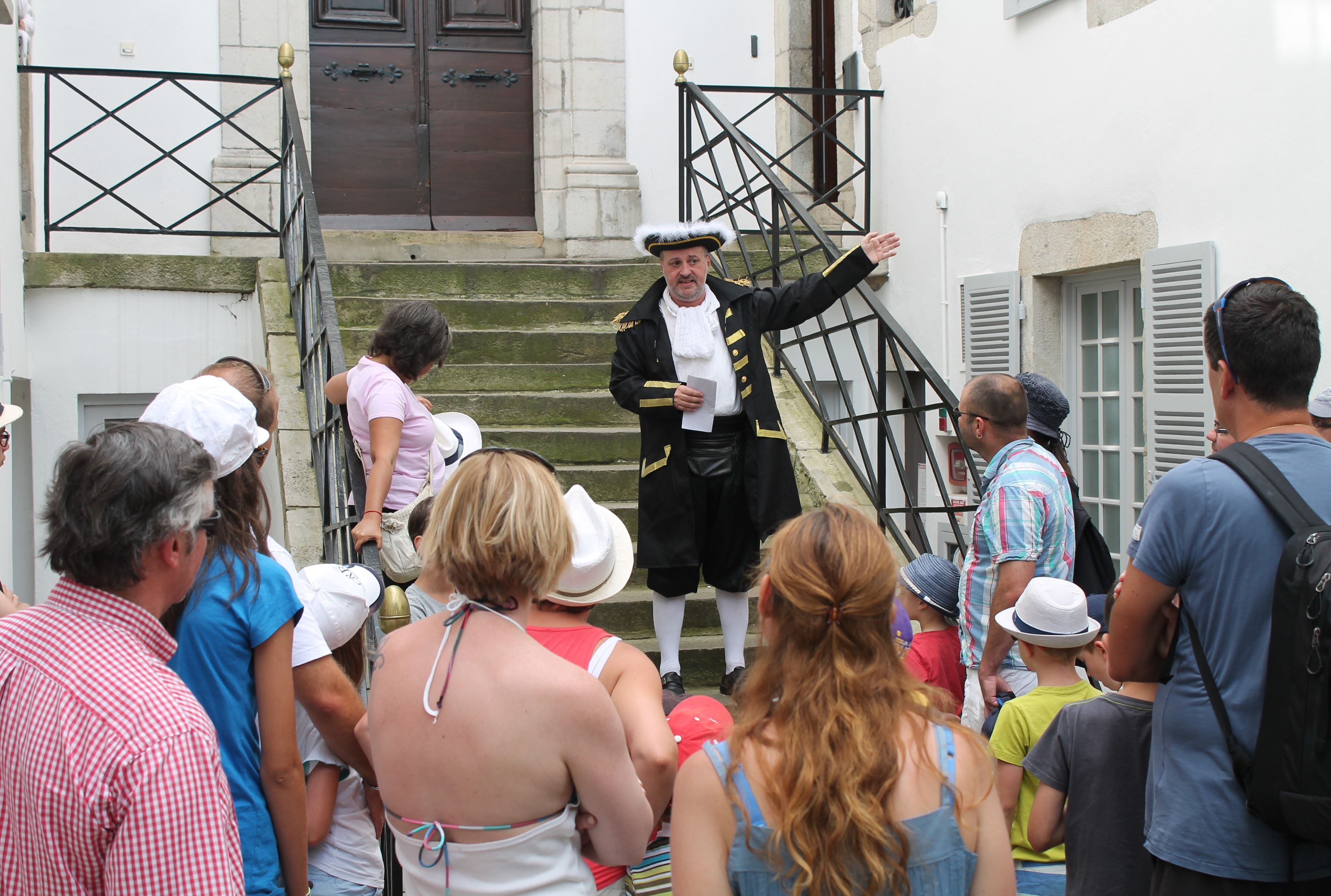 """Saint-Jean-de-Luz et Ciboure : Visite patrimoniale """"Rendez-vous théâtralisé avec les corsaires"""""""