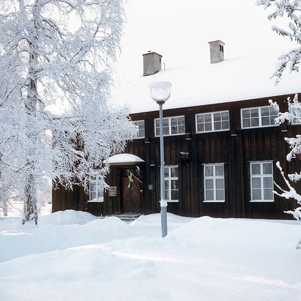 Foto: Restaurang Hov,  © Copy: Visit Östersund, Restaurang Hov i vinterskrud