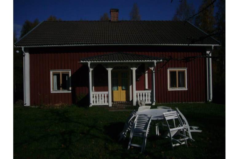 Gräsmark - Naturskönt fritidshus, 50m till egen badstrand