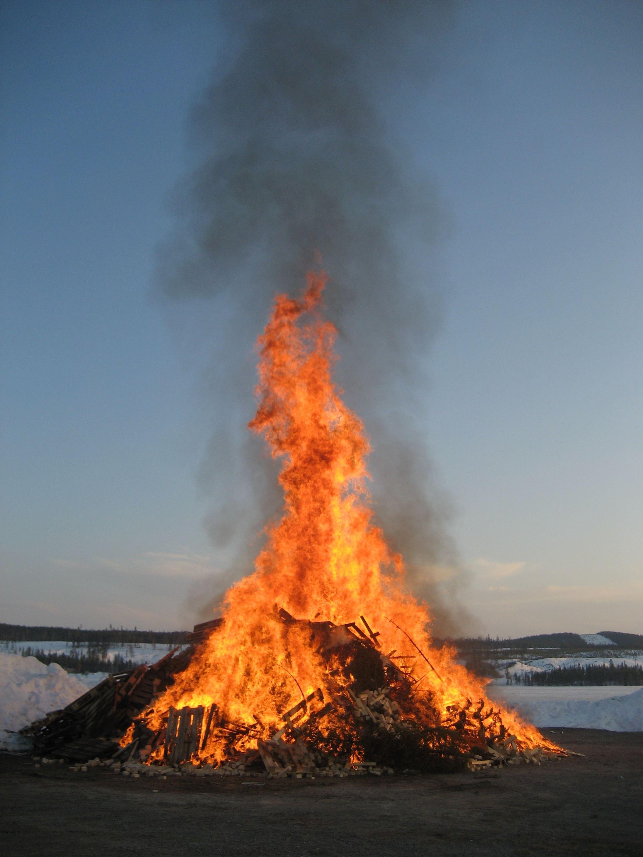 Valborgsmässofirande i Sjöparken i Malå