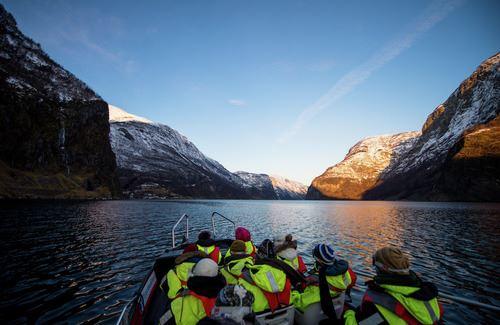 © Sverre Hjørnevik , Basic Vinter FjordSafari