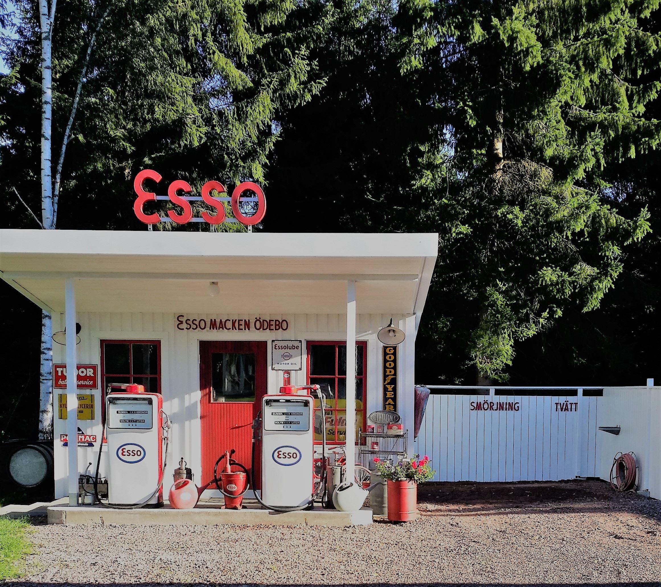 Nostalgidag och bilträff vid Esso-macken i Ödebo