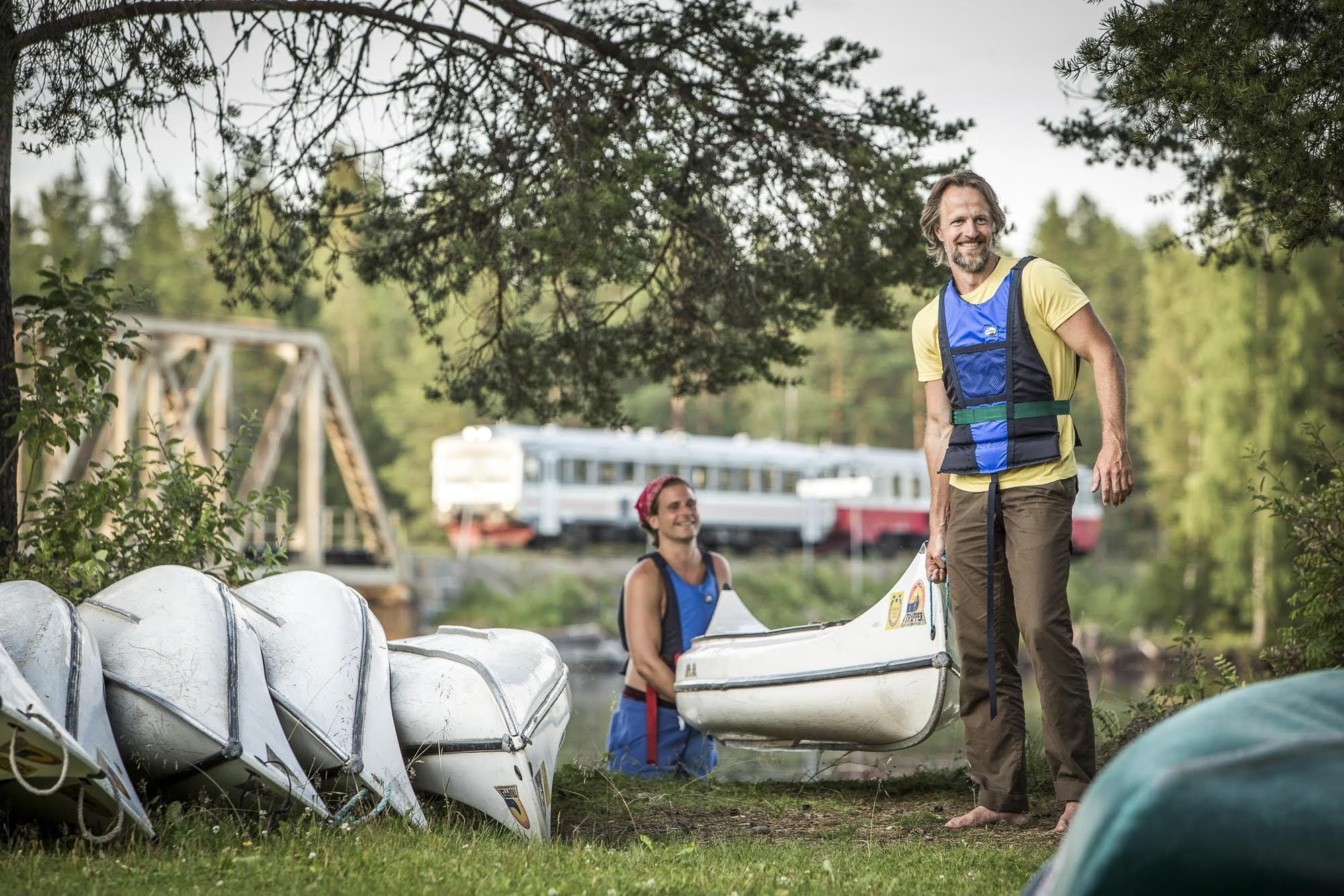 Foto: Håkan Wike,  © Copy:Lits Camping, Kanoter ner vid älven