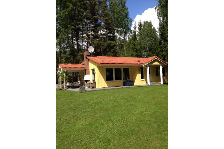 Arvika - Hus nær Glafsfjorden och badplats
