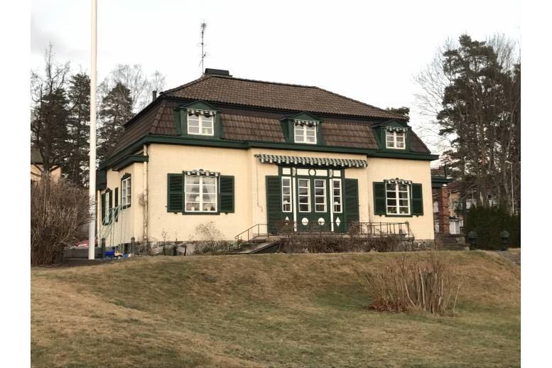 Arvika - Stor familjevänlig villa i centrala Arvika för upp till 15 sängplatser!