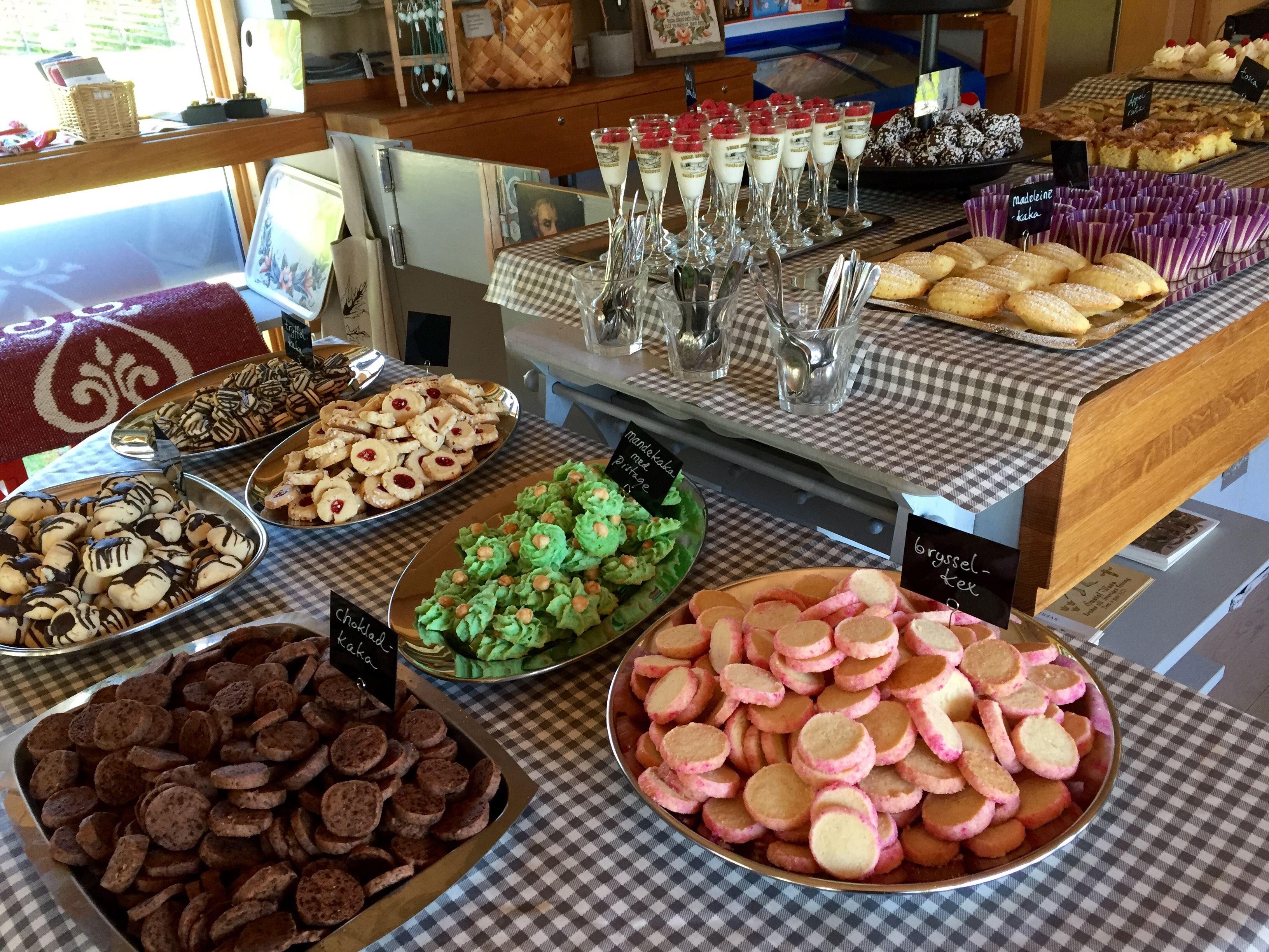 Kakbuffé på Ornässtugans café