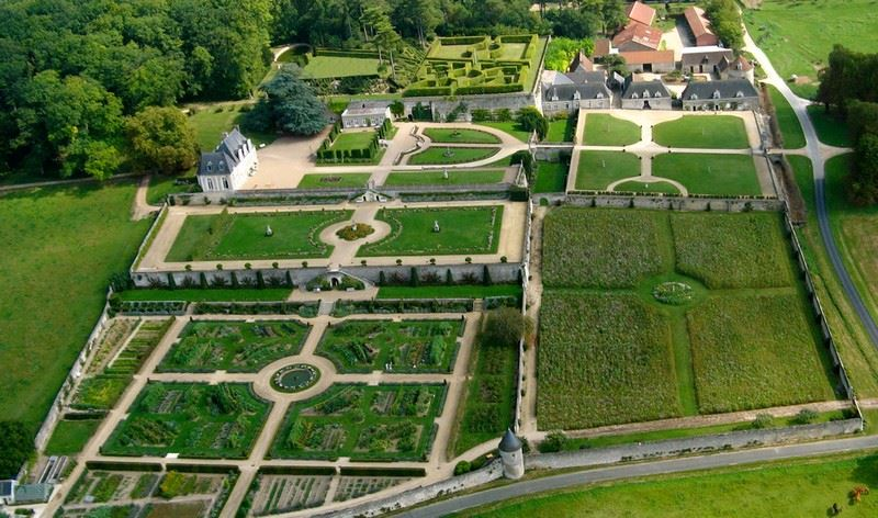 ALL-INCLUSIVE TOUR AROUND AMBOISE, CHENONCEAU & VALMER WITH VAL DE LOIRE TRAVEL