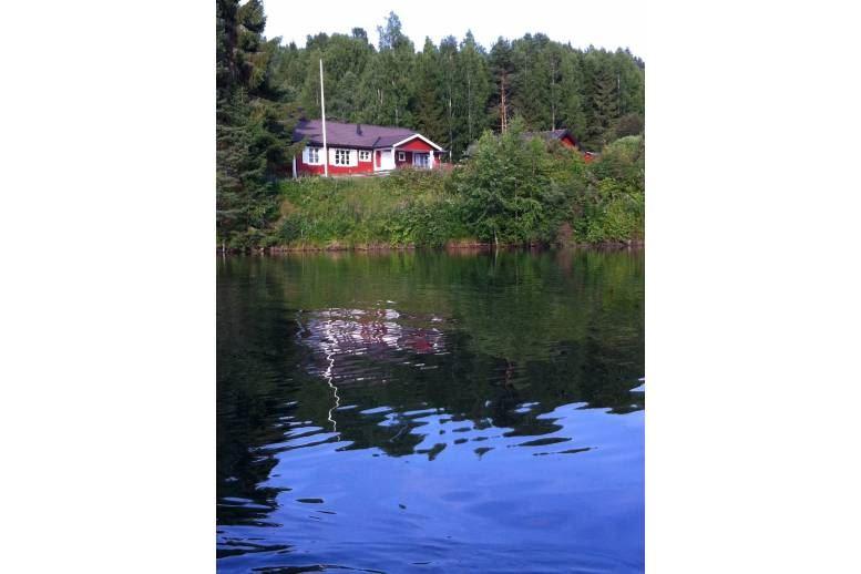 Bosebyn - Bosebyn/Arvika. Villa med lillstuga på stor vakker tomt. Eget badvann. 22/7 - 29/7.