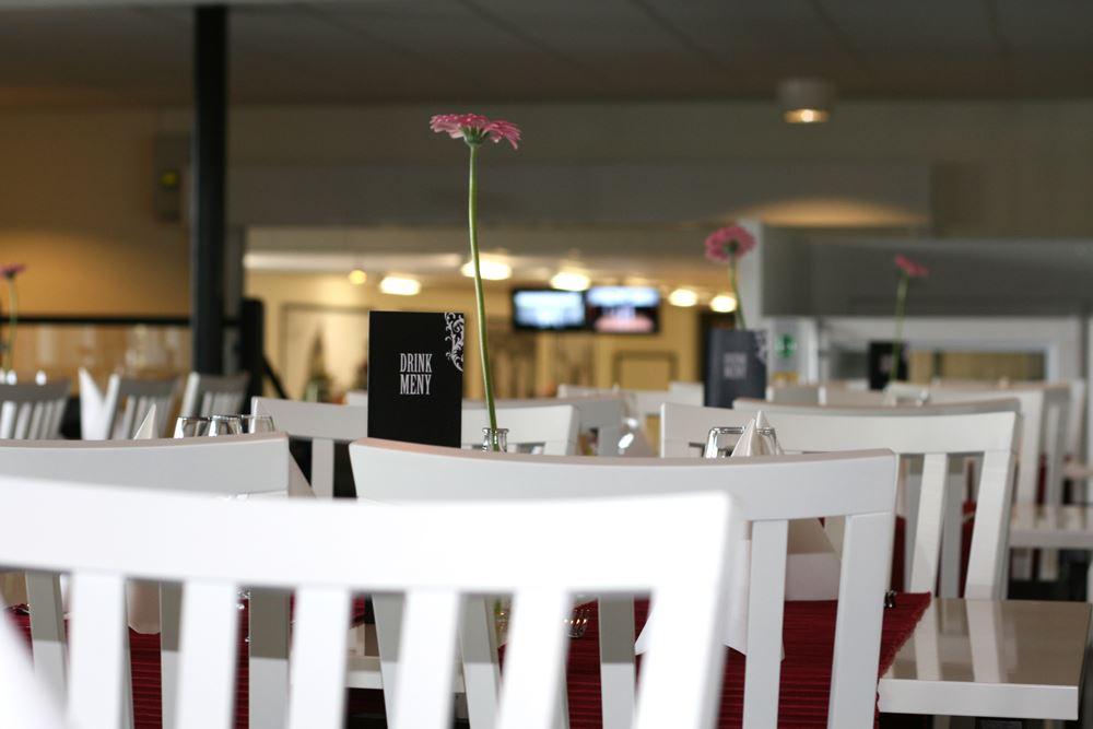 Morsdags middag med bowling på Restaurang VH´s