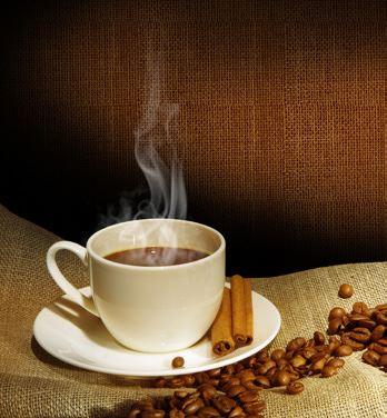 Foto: Telogott,  © Copy: Telogott, Kaffekopp med kaffebönor runt omkring