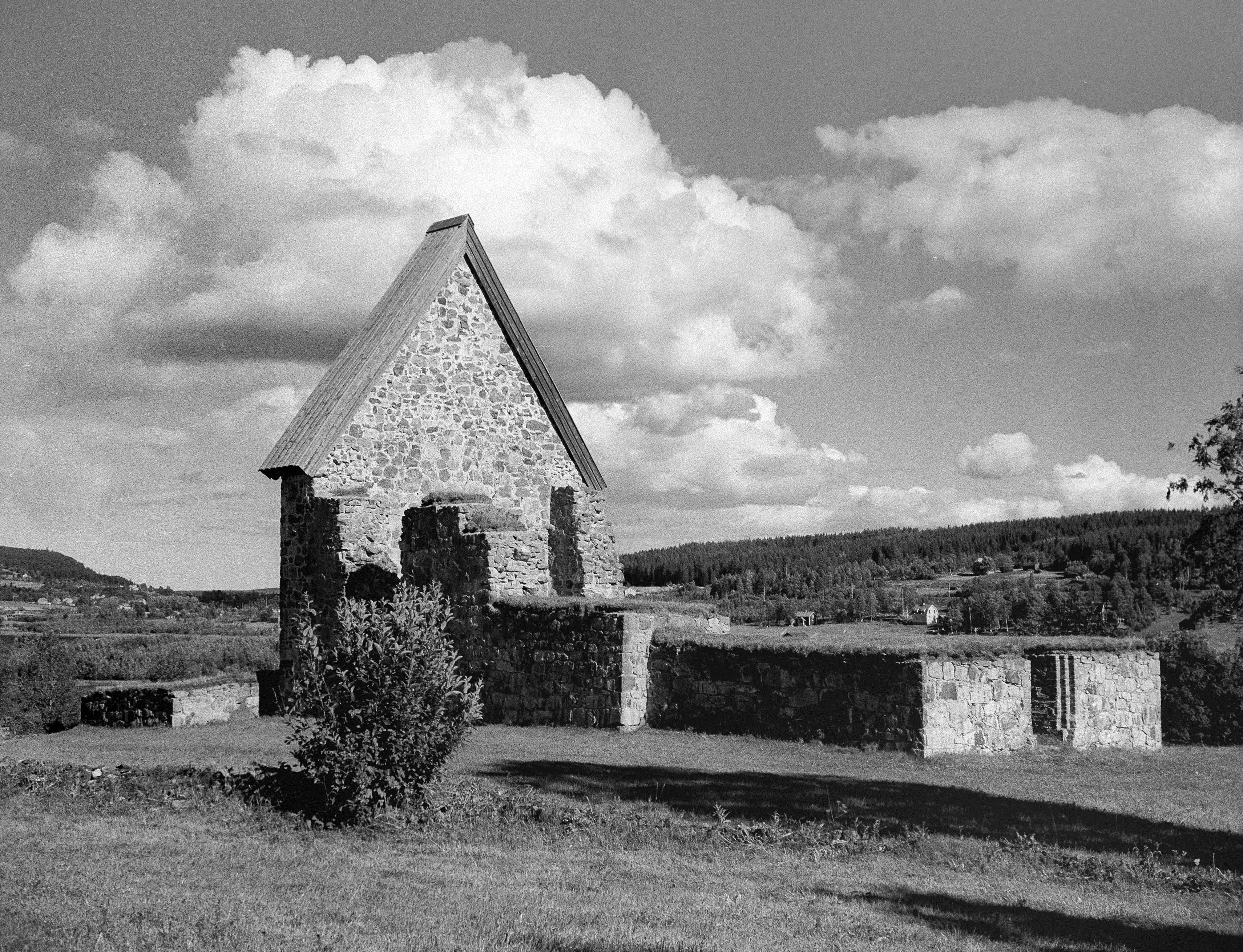 Vandring: Arkeologivandring i området vid Selånger kyrkoruin