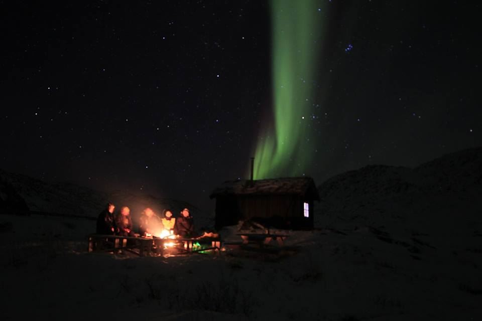 Snow play and aurora chase in the Kirkeporten Camping area