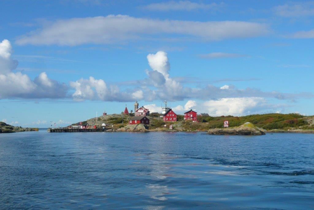 Tour 2: Guided archipelago tour 2½ hours with seal safari and 1 hour visit at the island of Vinga
