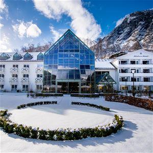 Sverre Hjørnevik, Fretheim Hotel
