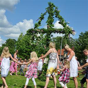 Midsummer celebration in Råshult