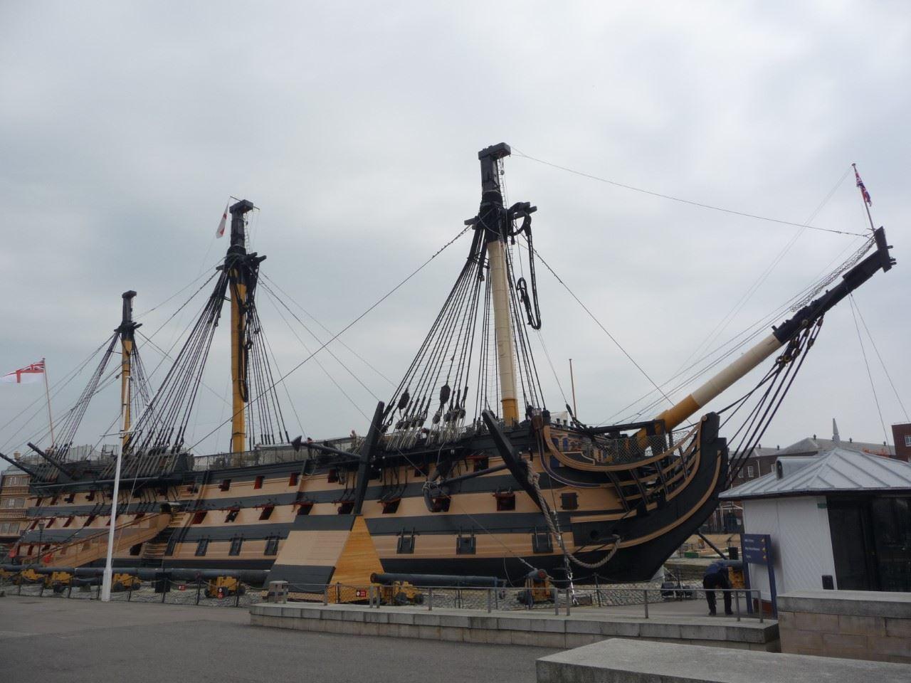 Marcus Bernhardsson, Söndagen den 10 juni år 1810 anlände det brittiska amiralitetets stolthet, HMS Victory, Hanö åtföljd av en stor flotteskader. Fartyget sjösattes år 1765 och är nu, 252 år senare, fortfarande i tjänst.