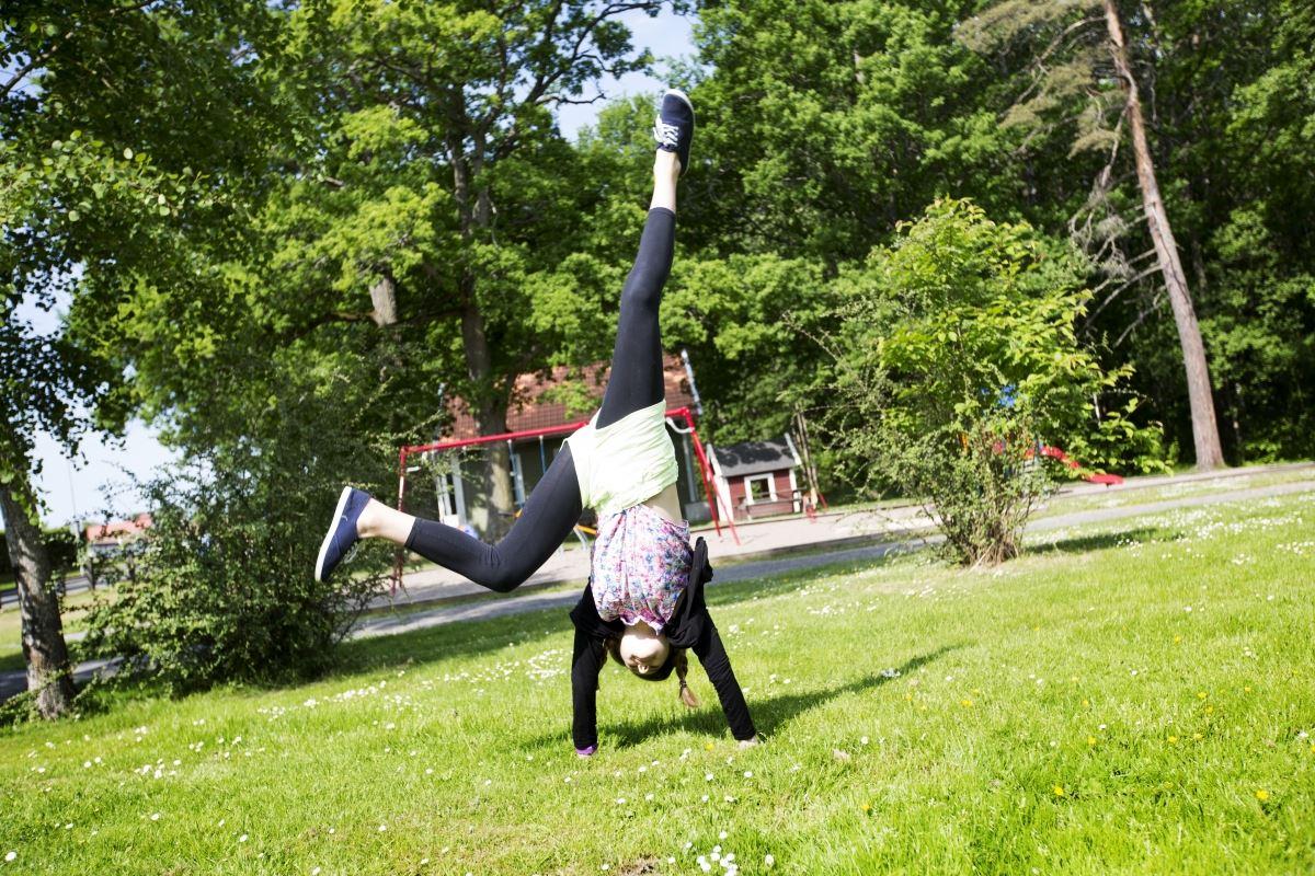 © Smålandsbilder AB, Lekplatshäng med öppna förskolan