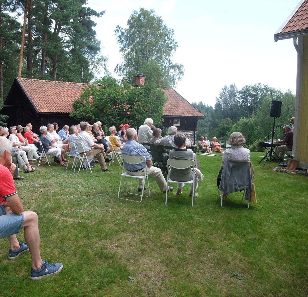Utställning och musikunderhållning på Tallbo