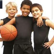 © VisitÖstersund, 3 pojkar med basketboll