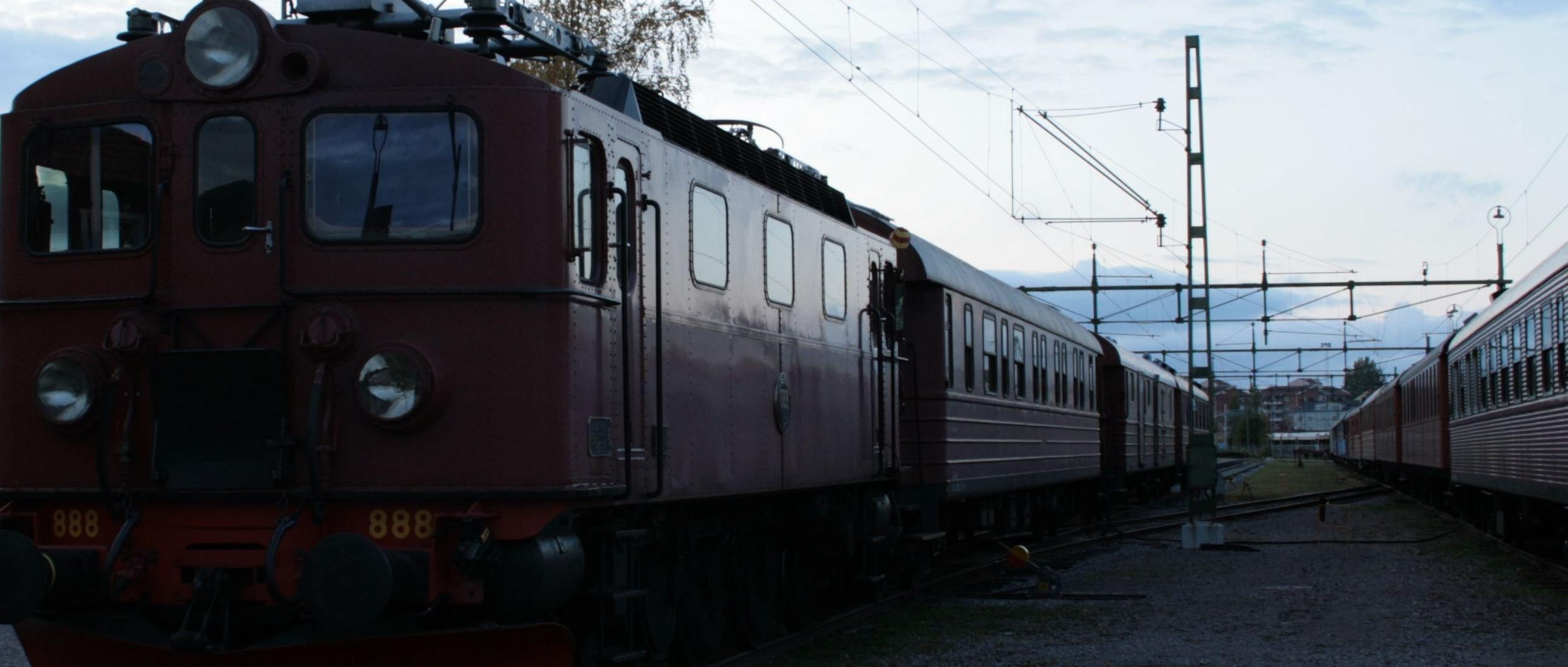 Tåg i skymning - mörkerfotografering på Järnvägsmuseet