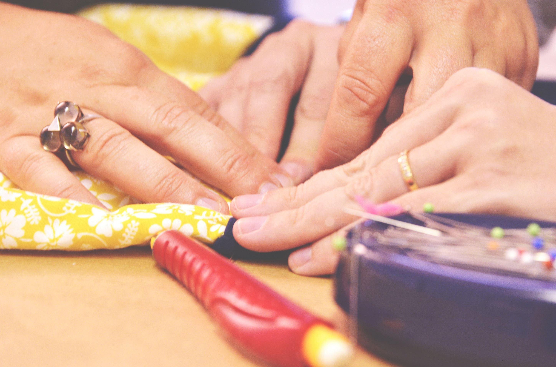 Atelier d'initiation couture adultes : découverte créative et ludique