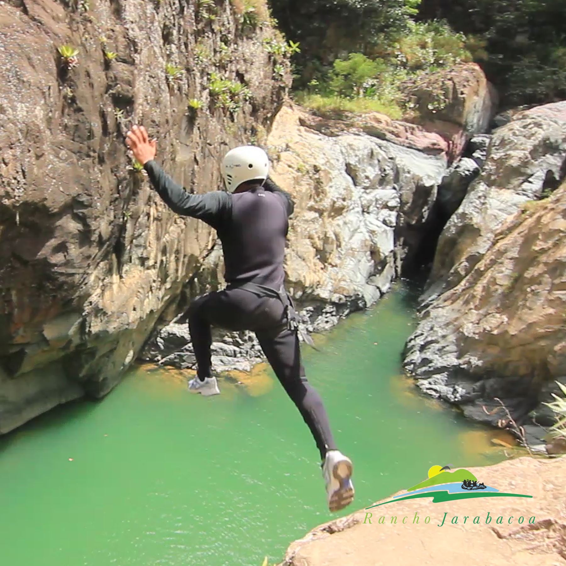 Canyoning in Jimenoa Waterfall