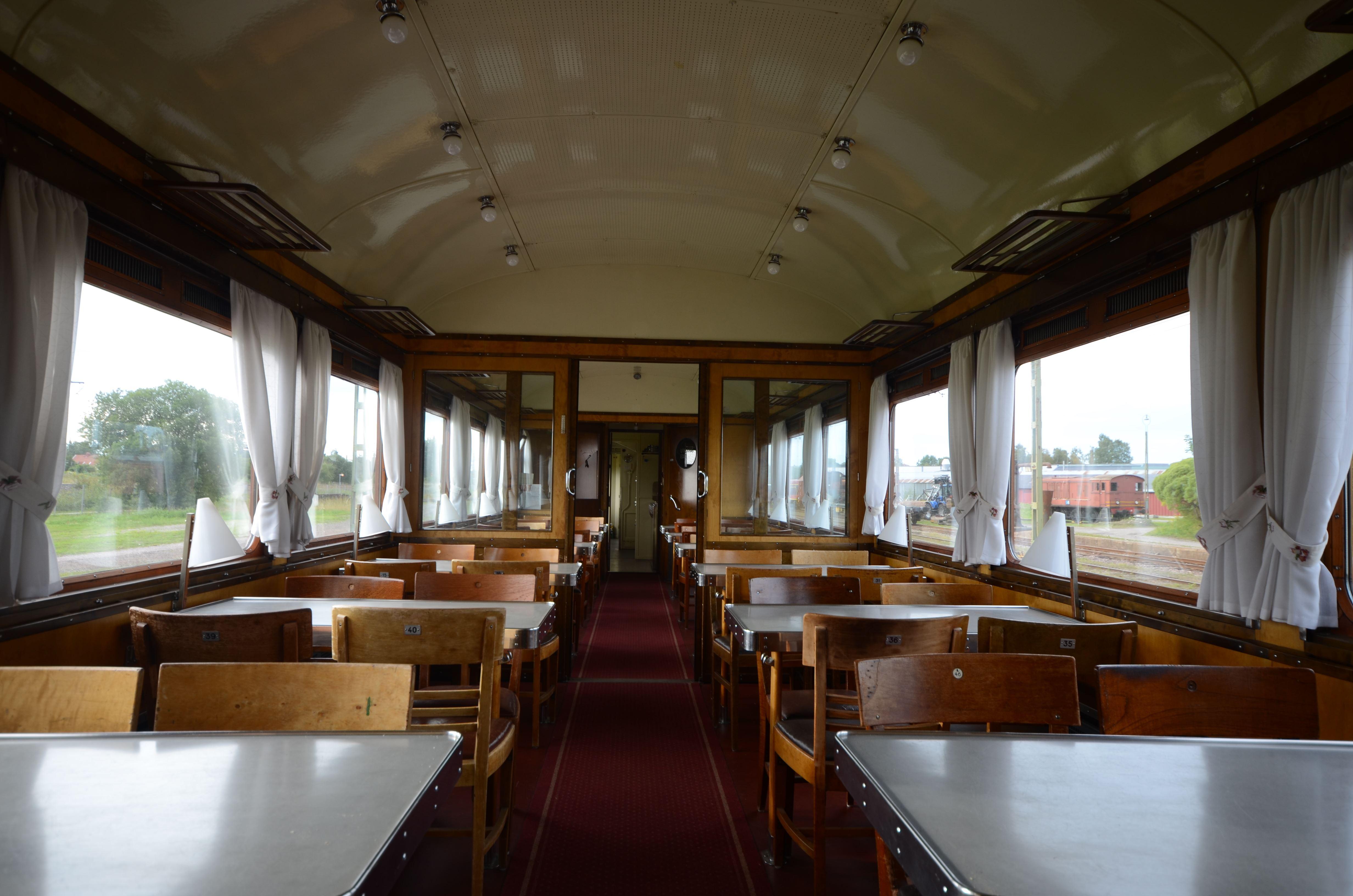 © Sveriges Järnvägsmuseum, Njut av en lunch i vår restaurangvagn