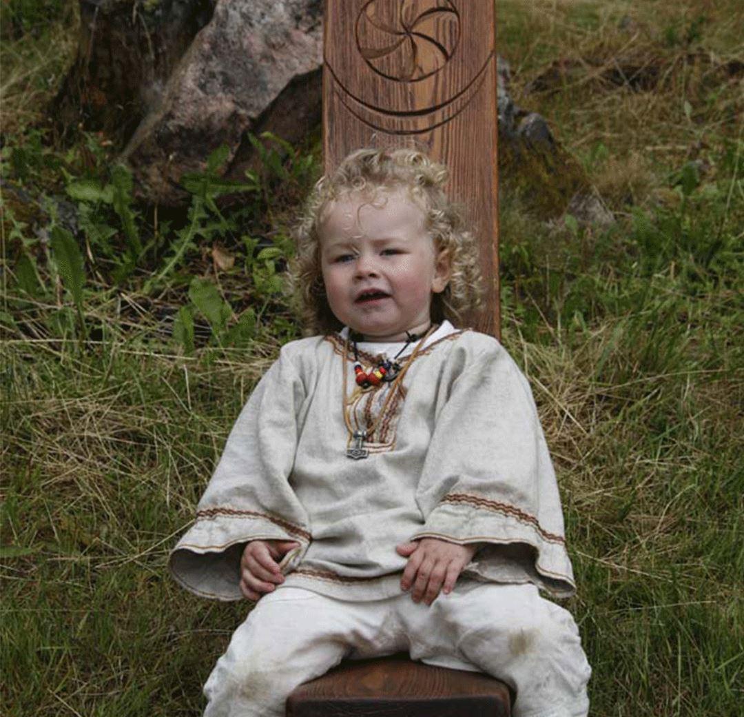 Sommaröppet med levande vikingagård