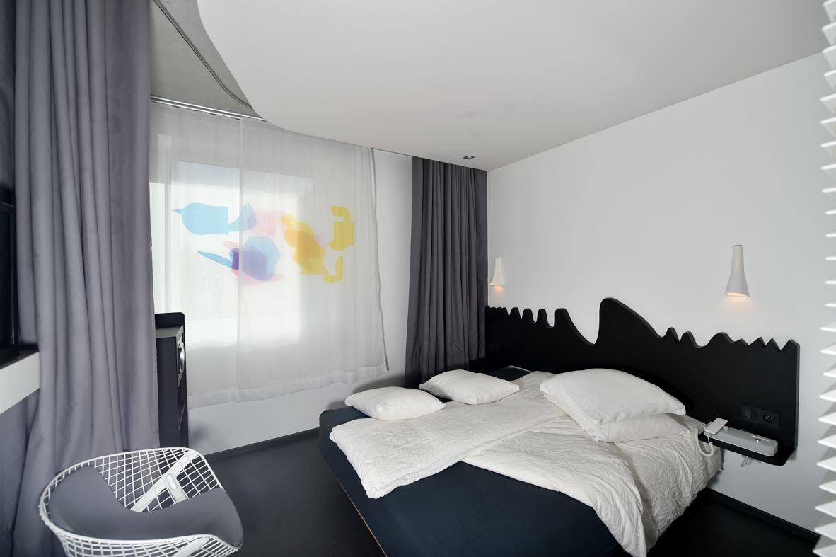 Chambre d'artiste Okko Hôtels