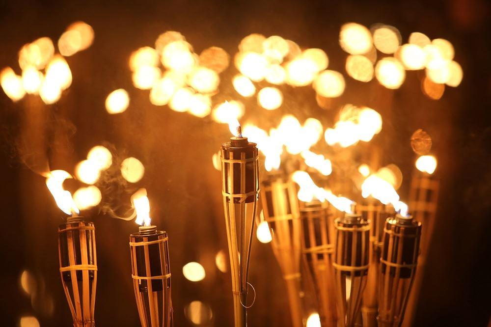 Balade nocturne aux flambeaux - Visite bilingue français et anglais