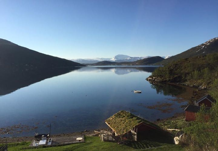 Sea kayaking day trip Kvaløya – Elements Arctic Camp