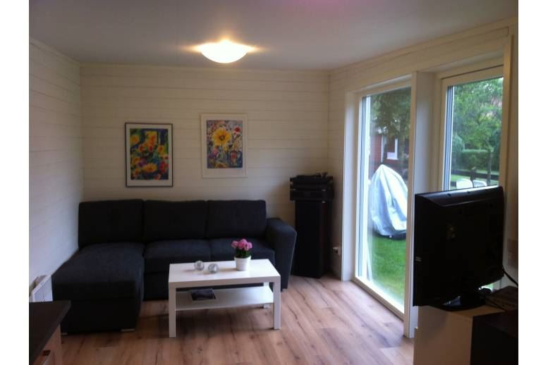 Åhus - Rum med 4 bäddar och bad/dusch, tillgång till TM o TT och uteplats