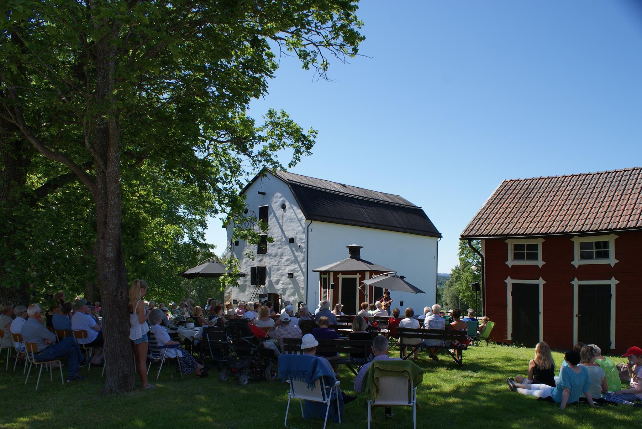 Konstutställning Hammarbacken - Svartvita salongen