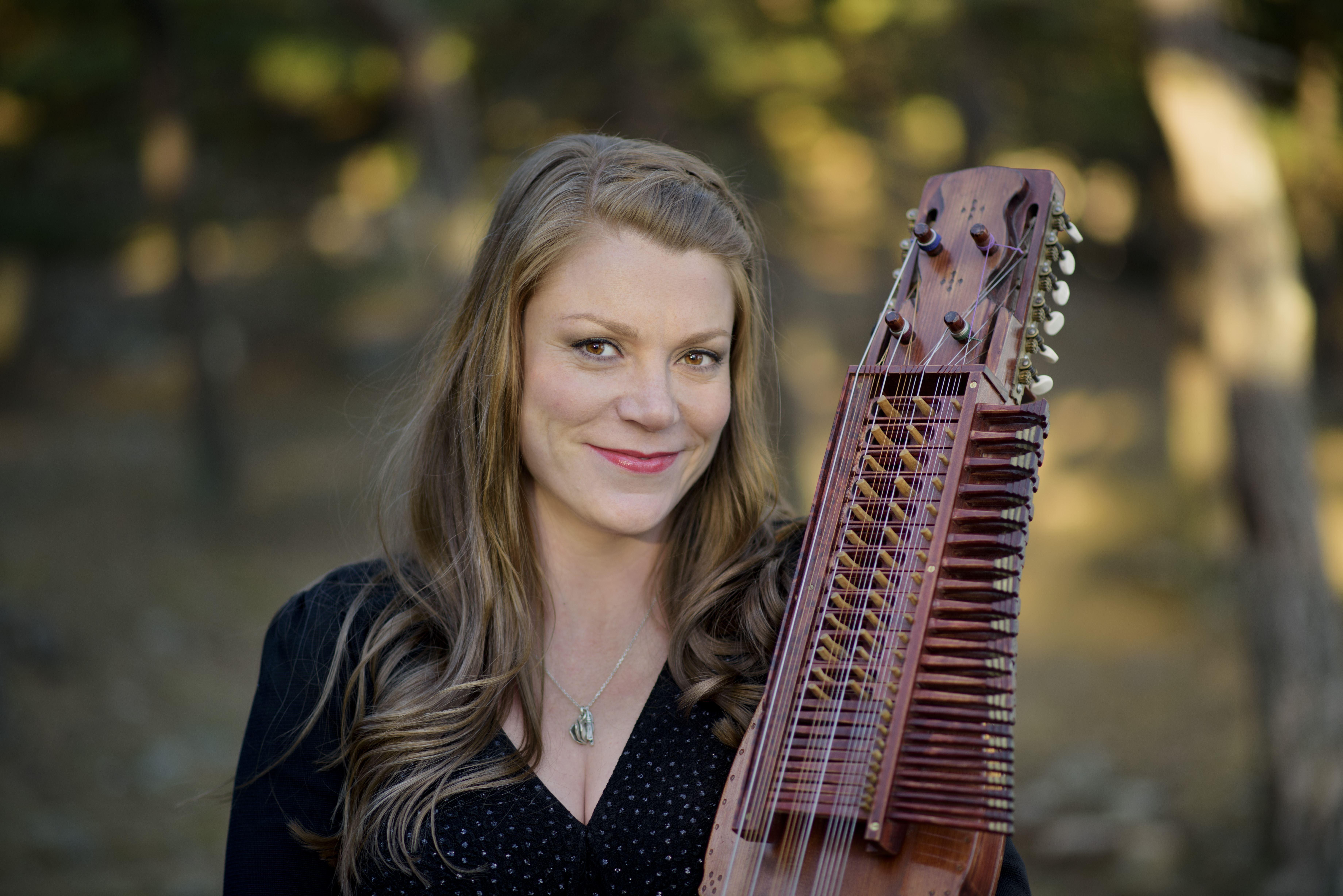 Musik: Jul i folkton - Musica Vitae och Emilia Amper